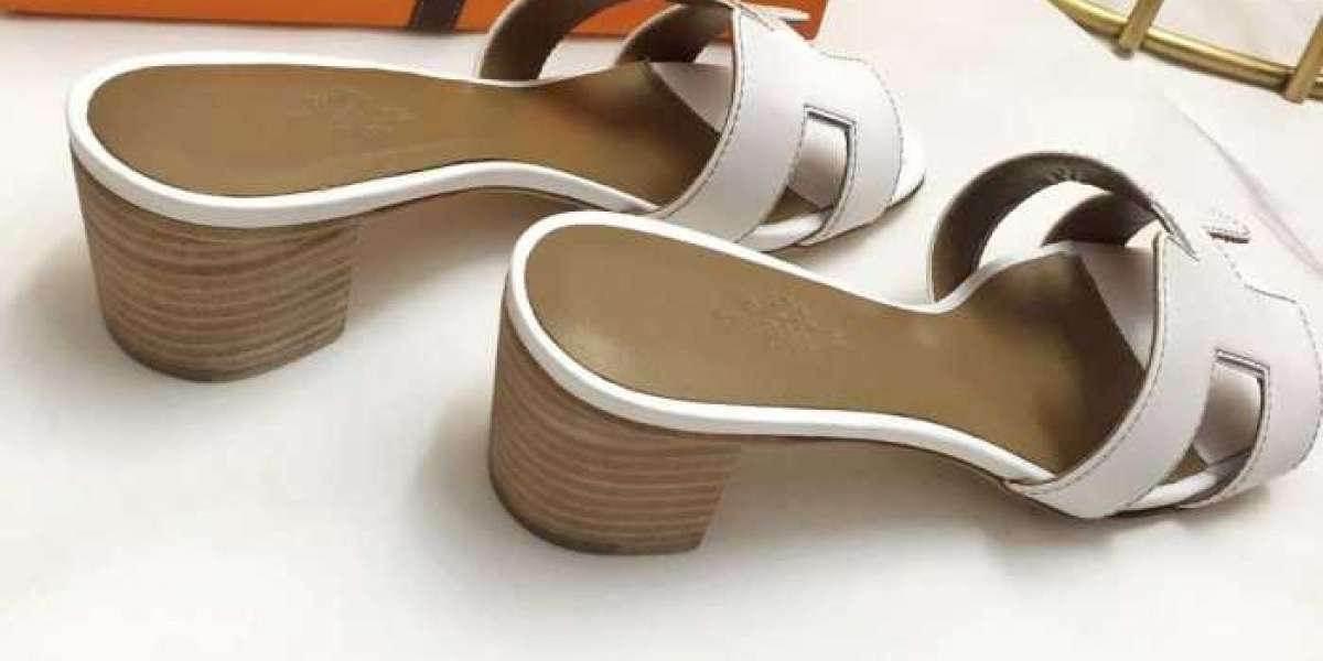 Sandals and Slippers for Women Where Getting Top Quality Designer replica Shoes